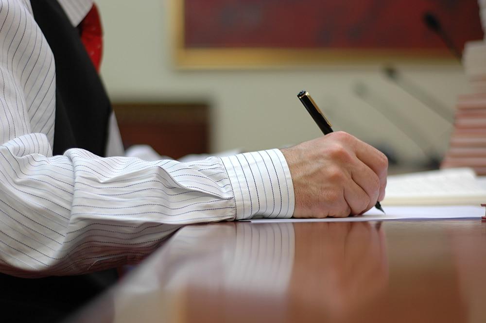 В каких случаях необходима правовая экспертиза?